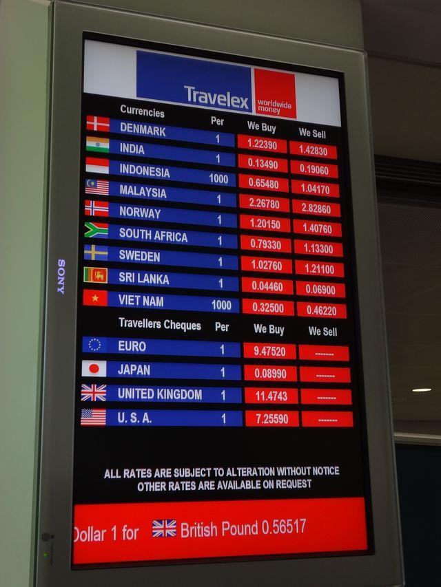 香港国際空港で両替